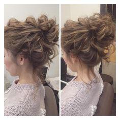 ✴︎ブライダルヘアデザイナー✴︎さんはInstagramを利用しています:「今日は前撮りの花嫁さんのヘアメイク行って来て、別の花嫁さんのヘアメイクリハーサルしてました 高めアレンジでドレスも可愛いと思いますよ☺️ #ヘアアレンジ #ブライダルヘア #ウェディングドレス #プレ花嫁」