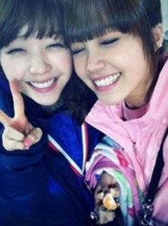 A Pink's Eunji and Girl's Day's Minah look like twins?