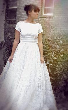 Vintage 1950s 1960s Lace Wedding Dress