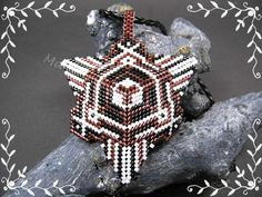 Aussergewöhnlicher 3D Kettenanhänger Dreieck  von Schönes aus Amern auf DaWanda.com