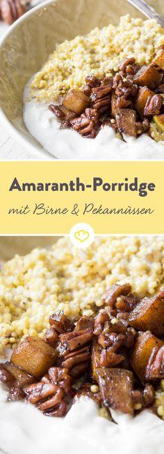 Brötchen, Müsli und Co. haben ausgedient, denn es gibt noch etwas besseres - Amaranth-Porridge getoppt mit warmen Birnenstücken und gerösteten Pecannüssen.
