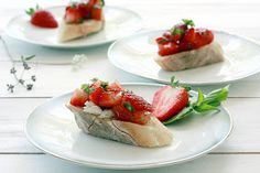 Yummy Mummy Kitchen: Balsamic Strawberry, Basil, and Goat Cheese Bruschetta