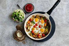 Kijk wat een lekker recept ik heb gevonden op Allerhande! 'The day after'-ontbijt Lunch Time, Vegetarian Recipes, Avocado, Clean Eating, Curry, Cooking, Ethnic Recipes, Snacks, Sandwiches