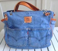 Newest Absolutely Free Jeans Bags . Strategies I enjoy Jeans ! And even more I like to sew my own Jeans. Next Jeans Sew Along I'm going to reve Jean Purses, Purses And Bags, Sacs Tote Bags, Diy Sac, Denim Purse, Diy Handbag, Old Jeans, Recycled Denim, Patchwork Bags
