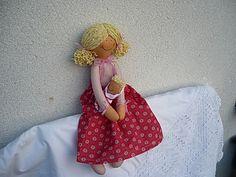 Panenka s miminkem Panenka je dlouhá asi 44cm.Plněná je dutým vláknem.