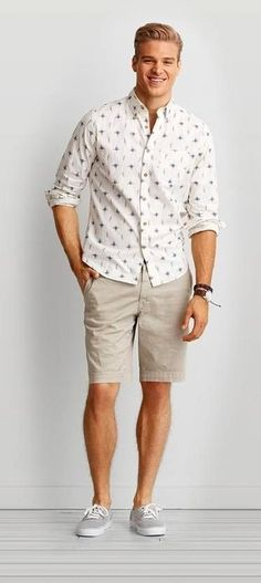 From cargo and flat front to prep and swim trunk, find your new favorite Men's Shorts at American Eagle Outfitters. From cargo and flat front to prep and swim trunk, find your new favorite Men's Shorts at American Eagle Outfitters. Style Casual, Men Casual, Casual Shoes, Short Beige, New Fashion, Fashion Outfits, Preppy Men, Beige Shorts, Mein Style