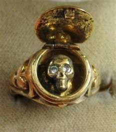 MEMENTO MORI DIAMOND SKULL LOCKET 18CT GOLD RING