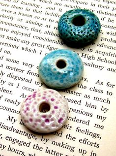 CERAMIC BEADS_these ceramic large-hole beads have a lovely texture Ceramic Jewelry, Ceramic Beads, Ceramic Clay, Clay Jewelry, Jewelry Crafts, Make Clay Beads, Polymer Clay Beads, Lampwork Beads, Cerámica Ideas