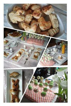 Pasen/easter. Zelf konijn broodjes met een ei gemaakt.  Cake pops, scones uitgedrukt met diverse paas vormpjes,  bagels met zalm als ei houder en cake in eier schaal. @handmadebylenicka