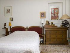 5 chambres d'hôtes pas chères à Paris : Femme Actuelle Le MAG Paris, Bed, Furniture, Home Decor, Bedrooms, Home Decoration, Stream Bed, Interior Design, Home Interior Design