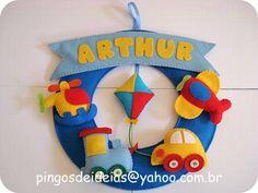Guirlanda em feltro meios de transporte, ideal para decoração de quarto infantil e porta de maternidade. R$ 65,00