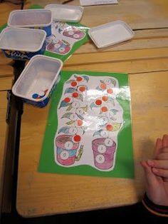Pavunvarsi-peli on helppo ja yksinkertainen peli, josta saa useita versioita. Oppilaat heittävät vuorotellen kahta noppaa. Oppilas peittää sini-punakiekolla omasta pavunvarrestaan noppien silmälukujen summaa vastaavan luvun. Voittaja on se jonka pavunvarren luvut on aikaisemmin peittyneet kiekkojen alle.