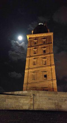 Torre de Hércules - La Coruña Cool Photos, Lighthouses, Cool Stuff, The Originals, Wallpaper, World, Beautiful Places, Antique Photos, Wallpapers