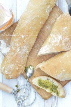 Snel ciabatta zonder kneden maken Very fast no knead ciabatta recipe. Ciabatta, Cooking Bread, Easy Cooking, Bread Baking, Chocolate Lasagne, Party Food And Drinks, Xmas Food, Bread Cake, Breakfast Bake