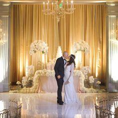 A magical picture of this stunning #BERTA bride from Santa Monica <3 @hotelcasadelmar @katminassievents @jkoeweddings #flowers by #avantgardenevents @lovellabridal