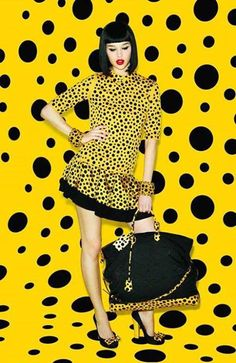 Celebrities who wear, use, or own Louis Vuitton X Yayoi Kusama Dress. Also discover the movies, TV shows, and events associated with Louis Vuitton X Yayoi Kusama Dress. Yayoi Kusama, Dots Fashion, Yellow Fashion, Fashion Art, Fashion Purses, Fashion Cover, Fashion 2018, Colorful Fashion, Fashion Styles