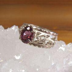 深いピンクのロードライトガーネットが印象的なオリエンタルイメージのカットワークリング素材:Silver 925 石:ロードライトガーネット サイズ:12号 正...|ハンドメイド、手作り、手仕事品の通販・販売・購入ならCreema。