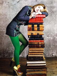 mmhmm green tights // Georgia May Jagger by Max Vadukul for Vogue China. Georgia May Jagger, Georgia Mae, Vogue China, Mode Monochrome, Green Tights, Coloured Tights, Green Leggings, Like A Rolling Stone, Mode Blog