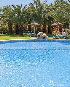 Das familienfreundliche Hotel Son Marge bietet Spaß und Erholung für die ganze Familie. Ein riesiger Pool, Spielplatz, Minigolf und vieles mehr stehen für Familien zur Verfügung. Und für Gäste, die doch mal in Ruhe ein paar Bahnen schimmen wollen, steht in diesem herrlichen Landhotel auf Mallorca gleich noch ein zweiter Pool zur Verfügung.