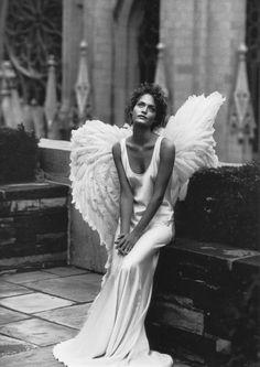 1993. Model Amber Valletta. Photo by Peter Lindbergh (B1944)