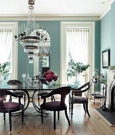 Formal dining rooms take a turn for the tropical with this happy-go-lucky coastal-blue hue.