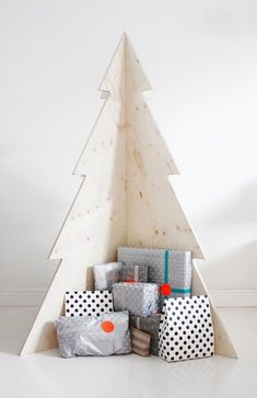 This year, go off the holiday grid with a completely unique idea that will make a statement in any space. Read on for 26 of our favorite alternative Christmas trees for your most show-stopping holiday yet. Wooden Christmas Trees, Noel Christmas, Winter Christmas, Christmas Crafts, Unusual Christmas Trees, Corner Christmas Tree, Christmas Ideas, Xmas Trees, Holiday Tree