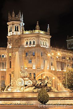 Plaza de Cibeles, Madrid, Spain Amazing former central post office building in Madrid. Would live to go to Madrid and travel Spain.dying to meet my hubbys family Places Around The World, Oh The Places You'll Go, Travel Around The World, Places To Travel, Around The Worlds, Wonderful Places, Beautiful Places, Architecture Antique, Foto Madrid