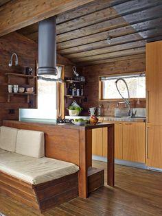 Hytte: Kjøkkeninnredningen fra Boffi fungerer også som ryggstøtte mot sofabenken som alltid har vært der.