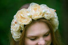 """Дизайнерский стильный модный ободок  с пышными кремовыми розами, бусинами кристаллами """"Vintage""""свадебный с цветами русский стиль для девушек"""