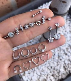 Trending Ear Piercing ideas for women. Ear Piercing Ideas and Piercing Unique Ear. Ear piercings can make you look totally different from the rest. Piercing Rook, Faux Piercing, Cute Ear Piercings, Bellybutton Piercings, Two Nose Piercings, Ear Peircings, Smiley Piercing, Body Jewelry Piercing, Cartilage Earrings