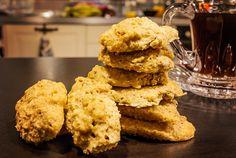 Biscuiti Dukan din tarata de ovaz, reteta permisa in toate fazele, excelenti pentru a consuma cantitatea de tarata de ovaz necesara intr-un mod placut! Dukan Diet, Biscuit, Keto, Cookies, Desserts, Recipes, Homemade Food, Recipies, Crack Crackers