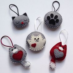 Diy Crafts - -felt fabric crafts fabriccrafts DIY Japanese Folk Art Mobile Strap Fabric kit Can make 4 kitten --- Japanese Craft Kit (Just use gl Felt Crafts Diy, Holiday Crafts, Fabric Crafts, Sewing Crafts, Felt Christmas Decorations, Felt Christmas Ornaments, Felt Embroidery, Felt Applique, Felt Patterns