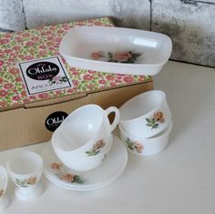 My ARCOPAL Box - French Vintage ARCOPAL Tableware Set - Made In France- 'Pink Rose' Pattern Gift Box - C621 by OhlalaCamille on Gourmly
