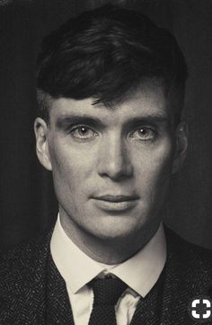 Cillian Murphy - The Gangster Thomas Shelby Peaky Blinders 💜 Peaky Blinders Poster, Peaky Blinders Wallpaper, Peaky Blinders Series, Peaky Blinders Season, Peaky Blinders Tommy Shelby, Peaky Blinders Thomas, Cillian Murphy Peaky Blinders, Cillian Murphy Movies, Thomas Shelby Haircut