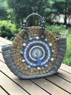 ✔ Handmade Bags And Purses Crochet Bag Crochet, Crochet Clutch, Freeform Crochet, Crochet Handbags, Crochet Purses, Handmade Handbags, Handmade Bags, Round Straw Bag, Diy Purse