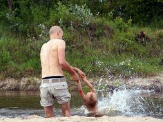 Ojciec postanowił zabrać syna na biwak. Interweniowała policja... - komentarz