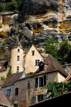La Roque-Gageac, Dordogne, France Group Photography, Photography Website, La Roque Gageac, Walking Holiday, Beaux Villages, Beautiful Places, Traveling, Cabin, River