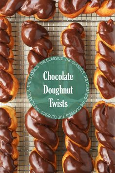 The Classics: Chocolate Doughnut Twists, breakfast has never looked so good. Stop going to the donut shop and make them yourself at home! Donut Recipes, Dessert Recipes, Cooking Recipes, Twist Donut Recipe, Beignets, Zack E Cody, Homemade Donuts, Homemade Pretzels, Cupcakes