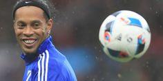 Ronaldino Sebut Messi Berperan Besar Kegemilangan Neymar