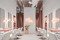 Tecture has completed a slick new fit out for a start-up premium blow dry bar business with an interior that feels fresh, feminine, bold and modern.
