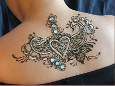 A beautiful less permanent alternative to a tattoo :) lovely decorative henna