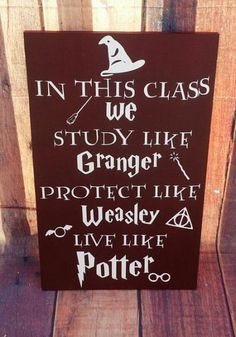 Super Classroom Door Decorations Harry Potter Awesome Ideas Super Classroom Door Decorations Harry P Harry Potter Teachers, Harry Potter Classes, Images Harry Potter, Décoration Harry Potter, Classe Harry Potter, Harry Potter Classroom, Harry Potter Bedroom, Harry Potter Birthday, Harry Potter Crafts Diy