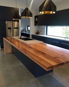 Gorgeous kitchen by @young_gun_builders & @nullarbor_sustainable_timber. Their craftsmanship throughout the house is on display this weekend from 10am-4pm. #BrandrickPick #TimberBenchtop #BlackKitchen #HomeBeautiful #VogueLivingAustralia #KitchenDesign