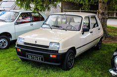 #Renault #5 à l'expo-bourse d'Ossey les 3 Maisons Reportage complet : http://newsdanciennes.com/2015/09/06/retour-a-lexpo-bourse-dossey-les-trois-maisons/ #Vintage #Classic_cars #Voitures #Anciennes