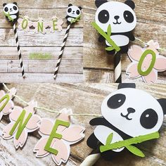 【artisticanyadesigns】さんのInstagramをピンしています。 《Panda Cake Bunting Topper Sweet little panda bears for a 1st birthday cake or smash cake...order today from my Etsy shop! Etsy.com/shop/ArtisticAnyaDesigns (link in profile)》