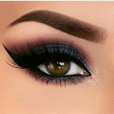 Xotic Eyes Cleopatra schwarz silber 20 Heißesten Smokey Augen Make Up Ideen – Smokey Augen Make Up # make up;make up for beginners;make up tutorial;make up for brown eyes;make up fo… Whats you'r best makeup item? Blue Eye Makeup, Eye Makeup Tips, Makeup For Brown Eyes, Makeup Goals, Makeup Inspo, Makeup Inspiration, Hair Makeup, Makeup Ideas, Red Eyeshadow