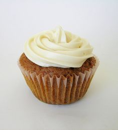 Healthier version of Carrot Cake Cupcakes Recipe with Cream Cheese Frosting – Weight Watchers 4 Points +