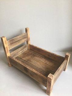 Apoyo de fotografía rústica cama de madera recién