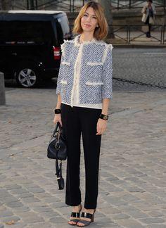 Sofia Coppola en veste Marc Jacobs http://www.vogue.fr/mode/inspirations/diaporama/les-looks-du-mois-d-octobre-des-podiums-a-la-realite-1/15957/image/876312#!elegante-sofia-coppola-pendant-la-fashion-week-printemps-ete-2014-de-paris-dans-cette-veste-marc-jacobs