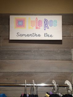 LuLaRoe LLR consultant sign  https://www.etsy.com/your/shops/DeelitefulDesigns/tools/listings/266016736